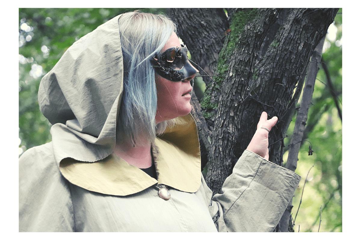 eu în pădure, vrăjitoarea actuală e aici