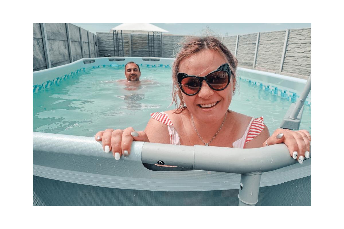 bălăceală în piscină