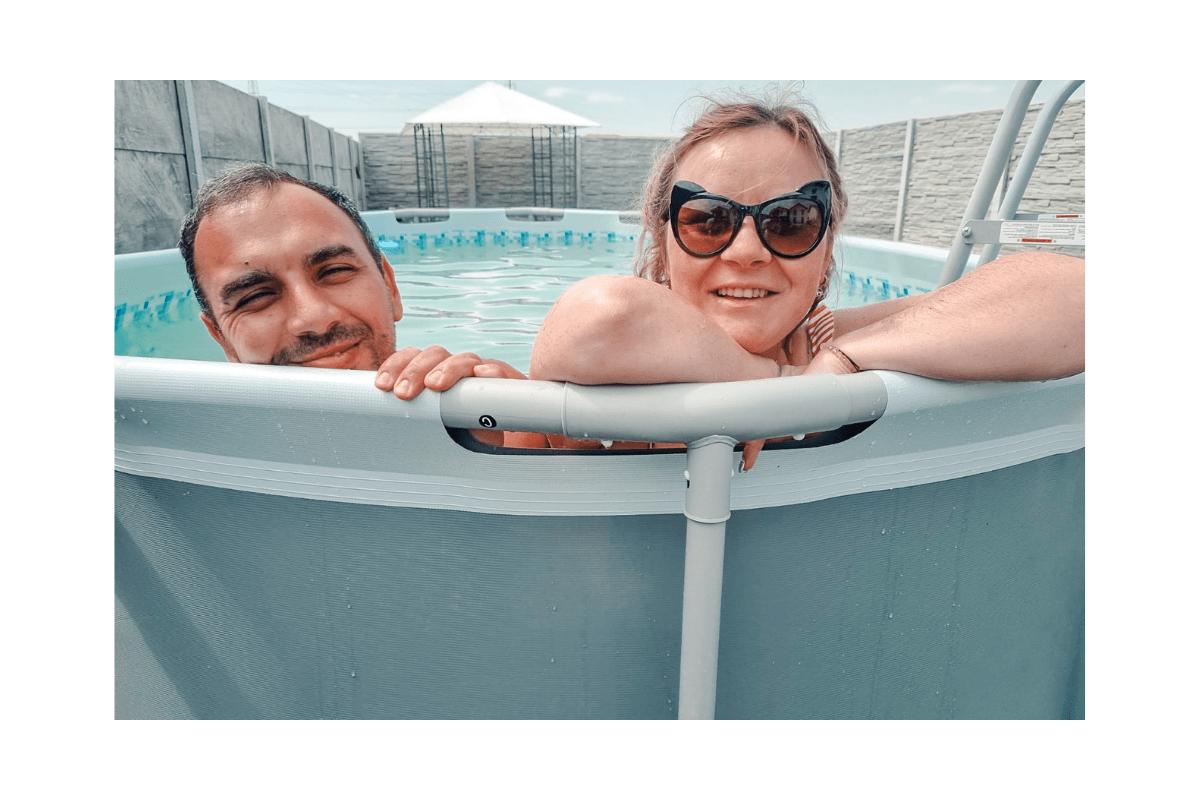 viața cu piscină în curte
